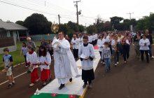 Fé e devoção na celebração de  Corpus Christi em Santa Helena.