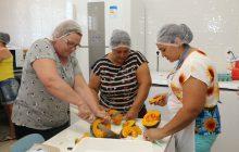 Merendeiras das escolas municipais e CMEIs recebem capacitação sobre boas práticas de alimentos