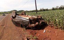 Motorista perde controle da direção e capota carro em Missal