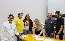 Firmado primeiro contrato para financiamento de unidades habitacionais em Itaipulândia