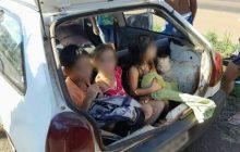 PRF aborda carro com três crianças no porta-malas