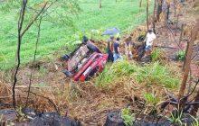 Carro capota ao ser atingido por Montana de Pato Bragado na PR-323