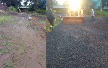 Santa Helena:Agricultor pede ajuda para evitar atolamento de carretas ao carregar suínos e é atendido com urgência pela secretaria de Obras