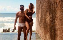 Gabriel Diniz viajava para Maceió para comemorar aniversário da namorada, Karoline Calheiros