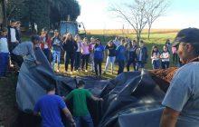 Alunos do Colégio Costa e Silva participam da execução de mais uma fossa ecológica em Itaipulândia;Fotos.