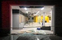 Policiais trocam tiros com, pelo menos, 15 criminosos depois de explosão em agência bancária