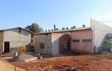 Prefeitura de Itaipulândia está ampliando barracão para instalar nova indústria no Bairro Caramuru