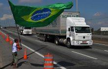 Caminhoneiros protestam, mas promessa de greve não se concretiza