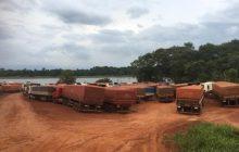 Caminhoneiros estão sendo impedidos de cruzar do Paraguai à Santa Helena; água e alimentos começam a faltar