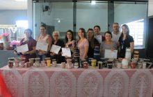 Integrantes dos Clubes de Mães recebem certificados de conclusão de curso