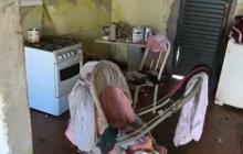 Após denúncias, criança de 2 anos que vivia em situação precária é resgatada