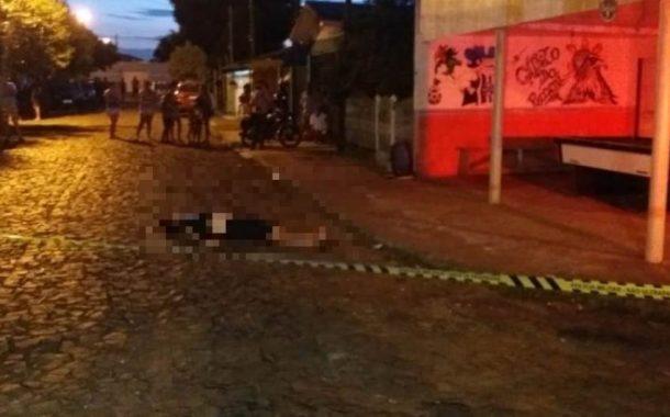 Homem é morto com vários tiros na região
