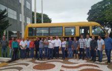 Deputado Federal Vermelho entrega micro-ônibus escolar e anuncia investimentos para a APAE em Santa Helena