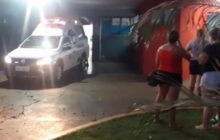 Criança é esfaqueada e irmã golpeia agressor com 6 facadas nas costas