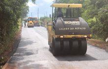Administração de Itaipulândia recupera asfalto da RM-27 saída para Portão Ocoí