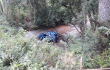 Casal de Santa Helena passa a noite na mata após acidente de carro