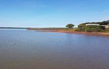 Lancha com quatro pessoas vira no Lago de Itaipu