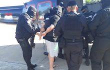 Suspeito de chefiar organização criminosa é expulso do Paraguai e entregue à PF, em Foz do Iguaçu