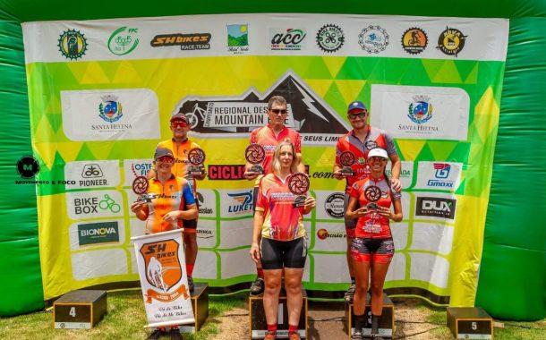 Ciclistas de Santa Helena dão show na abertura do campeonato de MTB