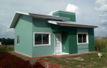 Primeiras famílias começam a receber suas casas no Jardim Felicidade, na comunidade do Caramuru