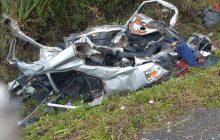 Carro é partido ao meio em acidente com caminhão e quatro pessoas morrem na Serra de SC