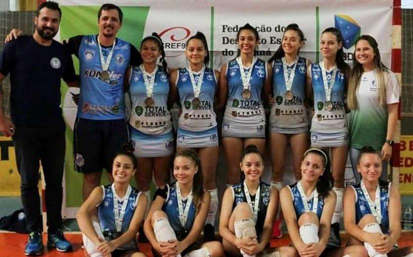 Vôlei feminino de Santa Helena conquista vaga para o Campeonato Brasileiro Escolar