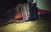 Condutor de caminhão furgão com placas de Medianeira morre em acidente