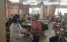 Equipes de Saúde visitam indústrias e orientam sobre medidas de prevenção e higiene