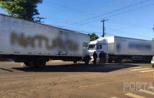 Caminhão desgovernado causa acidente no centro de Pato Bragado