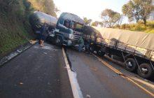Acidente entre cinco veículos deixa a BR-277 interditada