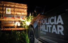 BPFRON na Operação Hórus apreende cigarros, caminhão e carreta em Entre Rios do Oeste