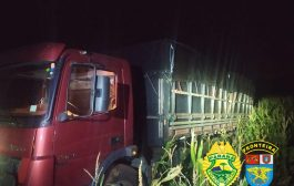 BPFRON apreende caminhão carregado com cigarros em Santa Helena