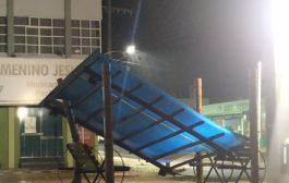 Vento forte deixa prejuízos e residências sem luz em Santa Helena