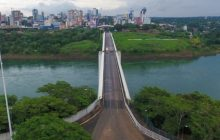 Bolsonaro cancela viagem para Foz do Iguaçu e futuro da fronteira é incerto