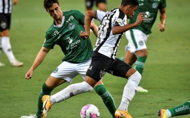Atlético-MG passa por cima do Goiás e mantém distância na liderança
