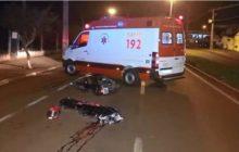 Mulher morre após cair de moto e bater cabeça no asfalto