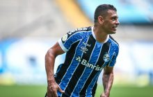 Grêmio goleia na Arena, entra no G-4 e São Paulo é líder isolado