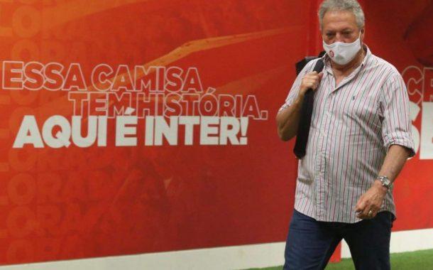 Abel Braga faz acordo e fica no Internacional até o fim do Brasileirão