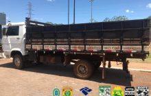 Caminhão é apreendido com aproximadamente 10.000 maços de cigarros em Entre Rios do Oeste