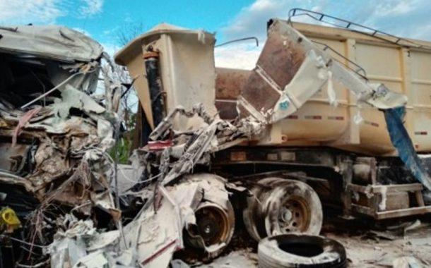 Acidente envolve duas carretas de Marechal Rondon e mata motorista rondonense