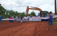 Clima tenso: manifestantes fecham Puerto Índio no Paraguai e impedem entrada e saída de caminhoneiros