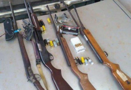 Vizinho faz ameaças, polícia intervém e apreende várias armas