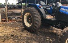 Rapaz de 27 anos tem perna dilacerada após acidente de trabalho com trator