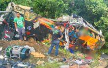 Tragédia no Paraná: Veja FOTOS do acidente de ônibus em Guaratuba