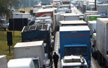 Justiça Federal proíbe caminhoneiros grevistas de bloquear BR-101