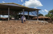 Secretaria de Obras de Missal inicia execução de cascalhamento em pátio de produtores de leite