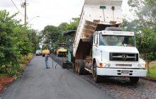 Secretaria de Obras realiza capa asfáltica em diversas estradas de Itaipulândia