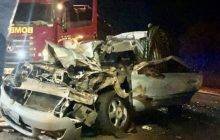 Mulher fica presa às ferragens em grave acidente na BR 277, em São Miguel