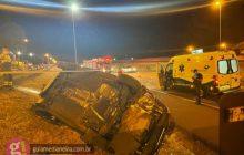 Veículo capota após acidente na BR 277