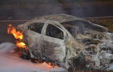 Veículo é consumido pelo fogo após acidente na BR 277 em SMI